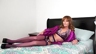Red haired woman over 50 Cyndi Sinclair is dildo bonking stretched pussy