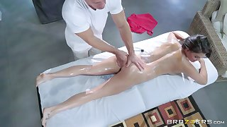 Peta Jensen is enlivened apart from a about of erotic rub down mating
