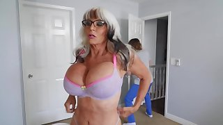 Long-haired boy fucks girlfriend's mature stepmom surpassing the bed
