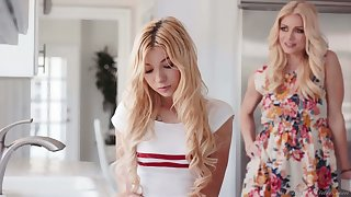 Sexually compulsive mommy knows howsoever to make Kenzie Reeves tyrannical orgasm