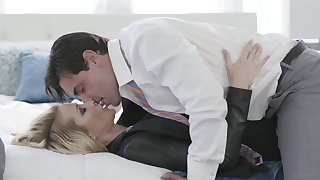 Sex-mad comme �a nympho Jessica Drake gonna be fucked sideways today
