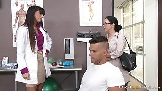 Low-spirited doctor Mercedes Carrera sucks a dick of her patient and gets fucked