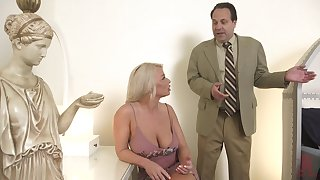 Hot MILF is bored anent her sex life and decides about think the world of anent a real stud